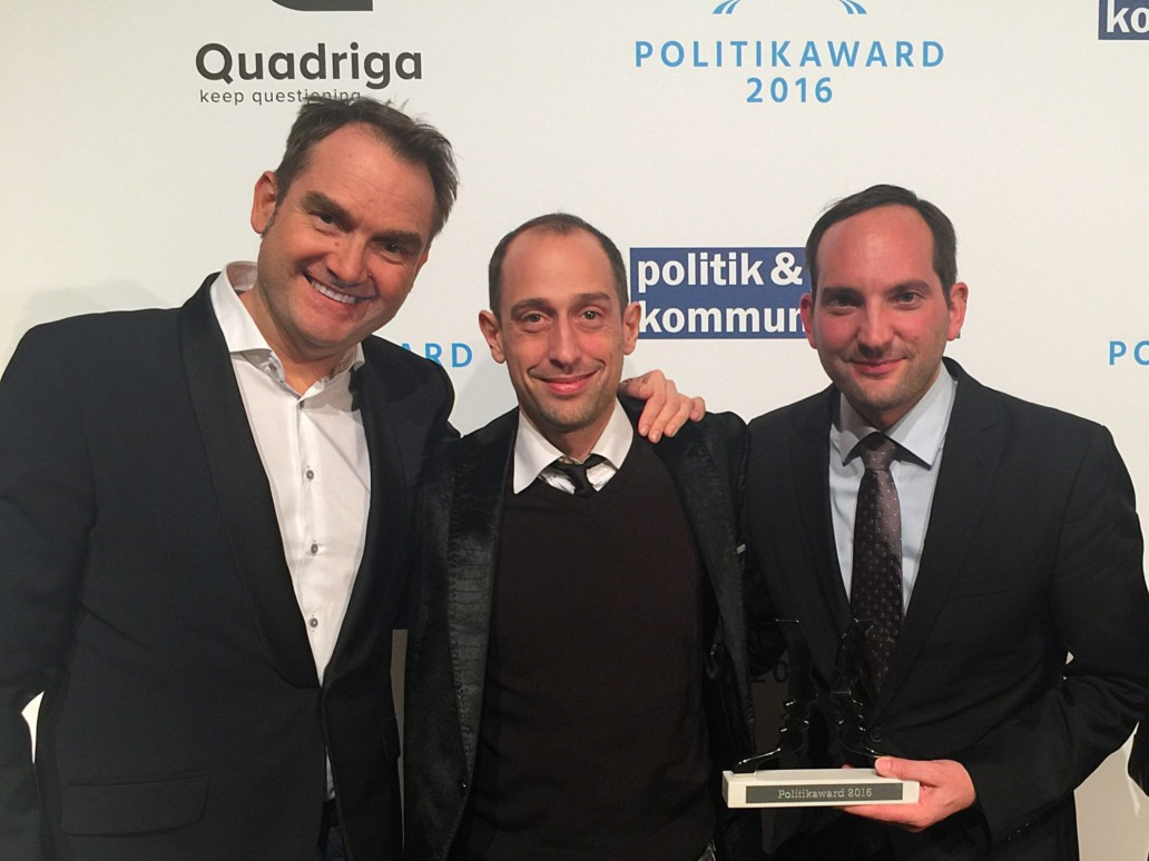 Happy about winning the Political Award 2016: from left to right Dr. Oliver Grün, Board Member and CEO of GRÜN Software AG, Patrick Heinker, Creative Director at giftGRÜN and Markus Klügel from dbb Jugend NRW.