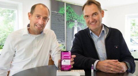 Präsentieren die Telemedizin-App HomeDX: Patrick Heinker (l.), Geschäftsführer der Digitalagentur Giftgrün, und Oliver Grün, Gründer und CEO der GRÜN Software Group. Foto: Heike Lachmann
