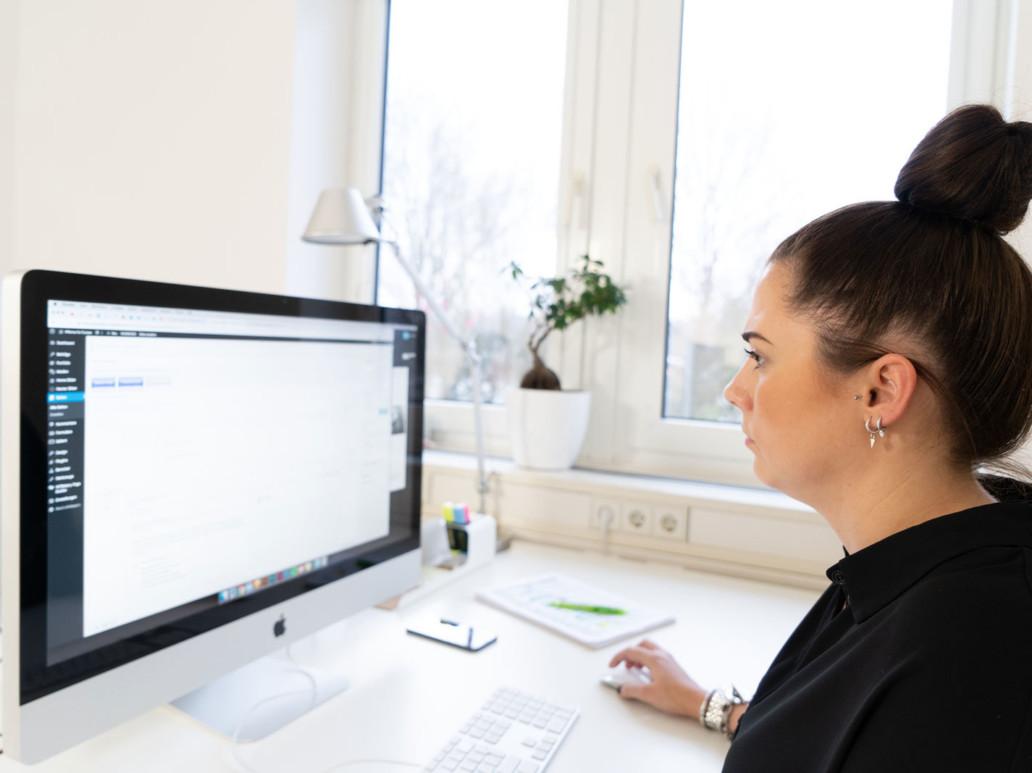 giftGRÜN, die Werbeagentur in Aachen, unterstützt Sie in der Konzeption und Kreation von Webseiten.