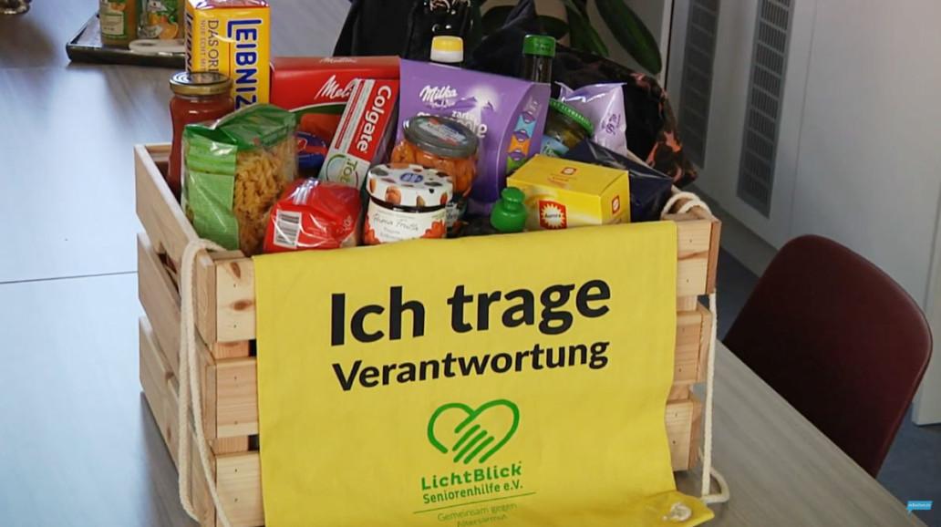 LichtBlick Seniorenhilfe e.V. unterstützt ältere Menschen in Not beim Einkaufen wichtiger Lebensmittel oder Medikamente.