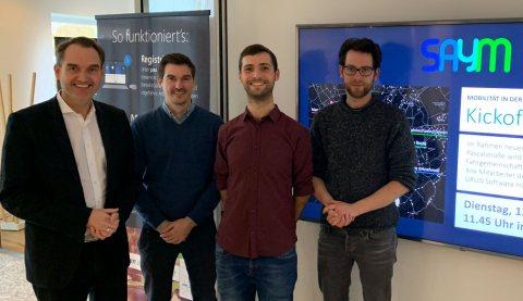 Dr. Oliver Grün, Vorstand und CEO der GRÜN Software AG mit Benjamin Dörries (COO), Daniel Bogdoll (CEO) und Philipp Uhl (UI/UX Design) von SAYM (v.l.n.r.).