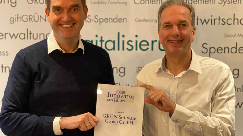 """Dr. Oliver Grün and Dirk Hönscheid, managing director of GRÜN Software Group GmbH, are happy to have been named """"Innovator of the Year 2020""""."""